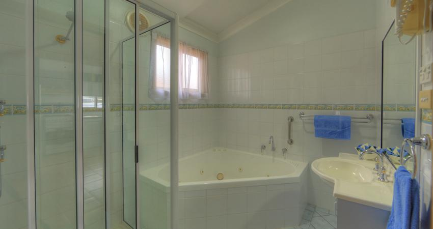 Superior Ocean Spa Bathroom Spa BIG4 Batemans Bay Riverside
