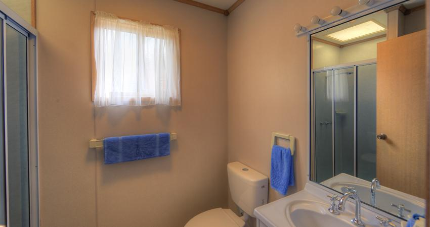 Waterfront Bungalow Bathroom Batemans Bay Easts Riverside
