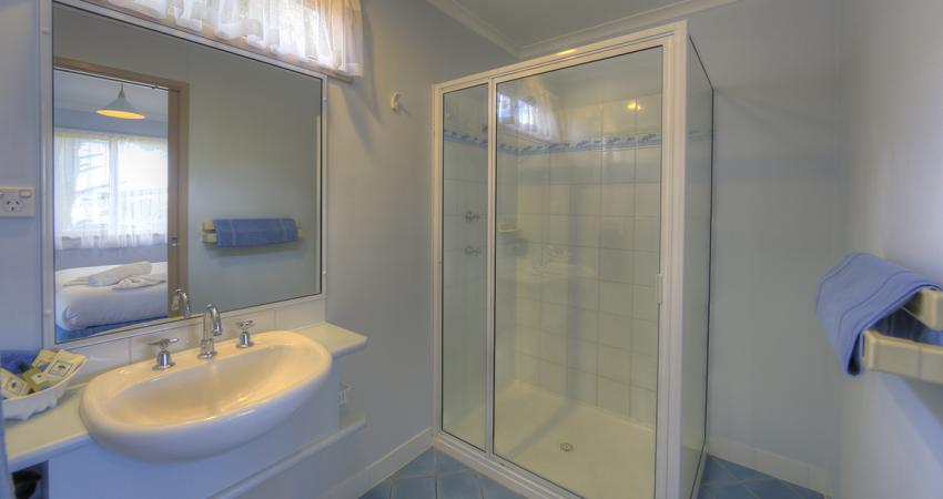 Waterfront Deluxe Bathroom BIG4 Batemans Bay Easts Riverside